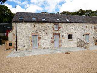 CORNER CROFT, semi-detached, en-suite, off road parking, patio, near Longnor, Ref 23208 - Longnor vacation rentals