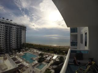 Astonishing Luxurious Condo with Beach access - Miami Beach vacation rentals