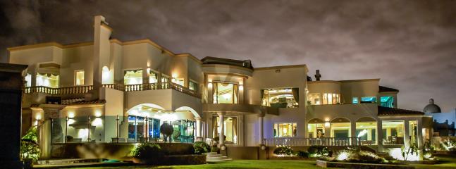Backyard (Night) - LA MANSION ENSENADA,OCEAN FRONT ESTATE - Ensenada - rentals