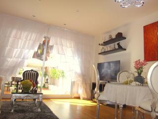 «SUITE PRINCESS» • SUNNY GARDEN • 2 BEDROOMs • 5★ - Barcelona vacation rentals