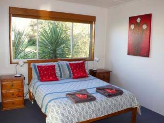 Comfortable 2 bedroom Scamander House with Deck - Scamander vacation rentals