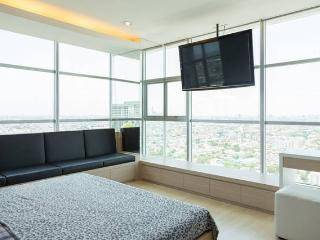 2 BR penthouse, on MRT, crazy view - Bangkok vacation rentals