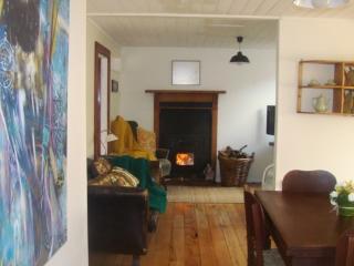 FOX COTTAGE - QUIRKY & QUAINT BEACH BACH - Opunake vacation rentals