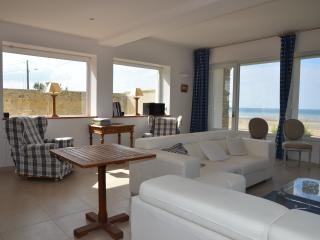 Nice Villa with Internet Access and Satellite Or Cable TV - Ver-sur-Mer vacation rentals
