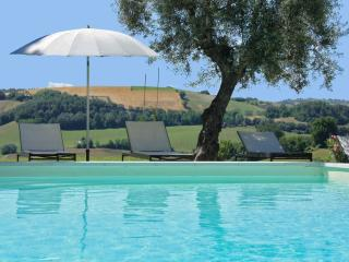 Private Villa,8 sleeps,pool,wi-fi,Marche, Macerata - Mogliano vacation rentals