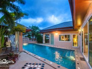 STUNNING LUXURY POOL VILA! - Pattaya vacation rentals