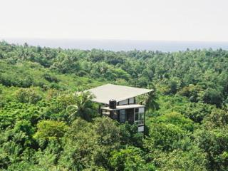 Nice 3 bedroom Tree house in Unawatuna - Unawatuna vacation rentals