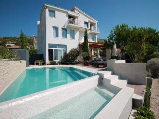 5033 A2 Dalmacija (4) - Seget Donji - Seget Donji vacation rentals