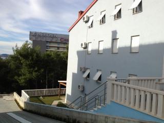 2 bedroom Apartment with Television in Podstrana - Podstrana vacation rentals
