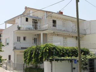 Nice Condo with Internet Access and A/C - Okrug Gornji vacation rentals