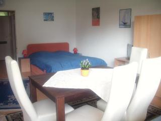 Vacation Apartment in Zehlendorf (Berlin) - 560 sqft, quiet location, central (# 2952) - Berlin vacation rentals