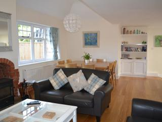 Lovely 3 bedroom Cottage in Brockenhurst with Outdoor Dining Area - Brockenhurst vacation rentals