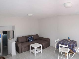 Sunny 2 bedroom Caleta de Sebo Apartment with Television - Caleta de Sebo vacation rentals