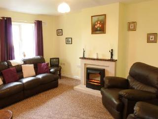 BOYLE HOLIDAY APARTMENT, three double bedrooms, close to amenities and attractions, in Boyle, Ref 926525 - Boyle vacation rentals