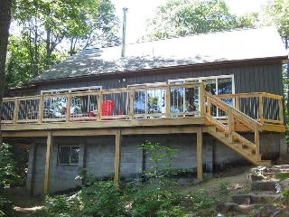Waterfront cottage, sleeps 10,  dogs welcome, boat - Whitestone vacation rentals