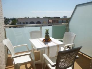 Romantic 1 bedroom Apartment in Empuriabrava with A/C - Empuriabrava vacation rentals