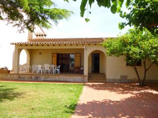 Bright 4 bedroom Villa in Empuriabrava - Empuriabrava vacation rentals