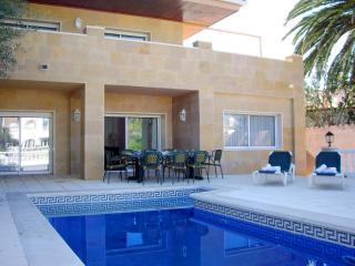Spacious 4 bedroom Empuriabrava Villa with A/C - Empuriabrava vacation rentals