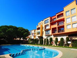 Comfortable Condo with Shared Outdoor Pool and Television - Empuriabrava vacation rentals