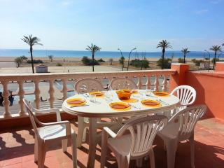 Nice Condo with Balcony and Microwave - Empuriabrava vacation rentals