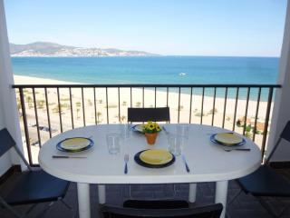 Convenient Apartment with Television and Microwave in Empuriabrava - Empuriabrava vacation rentals