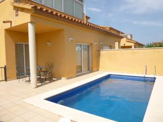 Nice Villa with A/C and Television - Empuriabrava vacation rentals