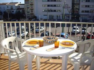 Nice House with Balcony and Microwave - Empuriabrava vacation rentals