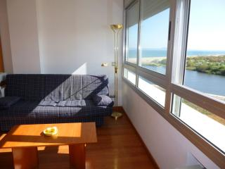 Cozy 2 bedroom Empuriabrava Apartment with Television - Empuriabrava vacation rentals