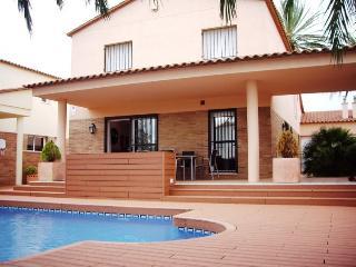 Spacious Villa with A/C and Washing Machine - Empuriabrava vacation rentals