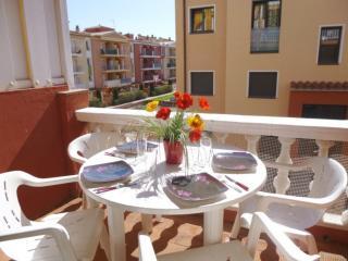 Cozy 2 bedroom Empuriabrava Condo with Television - Empuriabrava vacation rentals