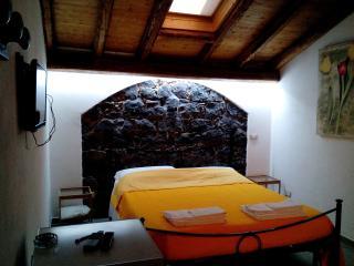 dependance matrimoniale in villa mare-Etna, vini. - Acireale vacation rentals