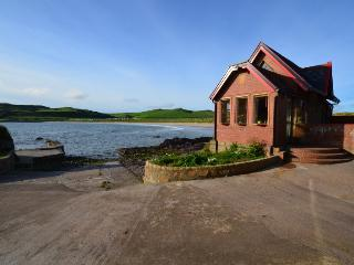 Charming 1 bedroom Argyll & Stirling Cottage with Housekeeping Included - Argyll & Stirling vacation rentals