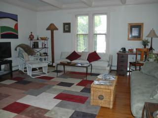 Luxury 2 bedroom in the center of downtown Newport - Newport vacation rentals