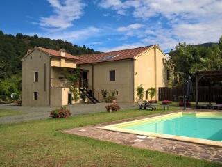 Comfortable 4 bedroom Villa in Licciana Nardi - Licciana Nardi vacation rentals