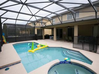 8 bedroom resort, minutes to Disney,new remodel - Four Corners vacation rentals