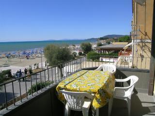 Only few steps to the sea and city center - Castiglione Della Pescaia vacation rentals