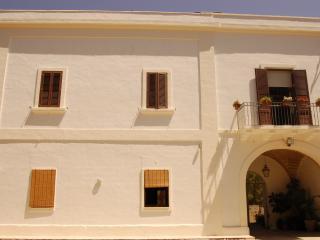 Masseria Convento, casa Scirocco,camera Tramontana - Novoli vacation rentals
