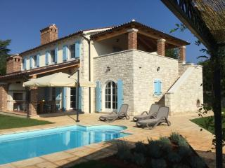 Villa Pomegrana-sleeps 6-8, own pool, near sea - Tar-Vabriga vacation rentals