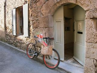 L'Ecritoire - Romantic French styled house - Caunes-Minervois vacation rentals