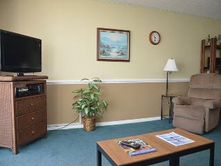 WEEKEND GETAWAY IN THIS 1 BEDROOM OCEAN FRONT CONDO - Garden City Beach vacation rentals