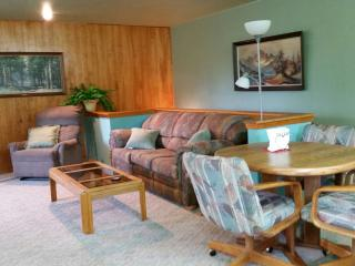Mountain View, Spacious country cottage,  sleeps 4 - Kalispell vacation rentals