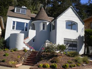 W Portal Studio Peekaboo Ocean View & Convenient! - San Francisco vacation rentals