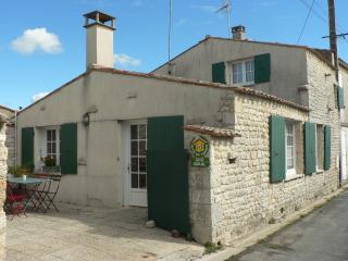 Maison de charme, village calme, 300 m de la mer - Saint-Pierre d'Oleron vacation rentals