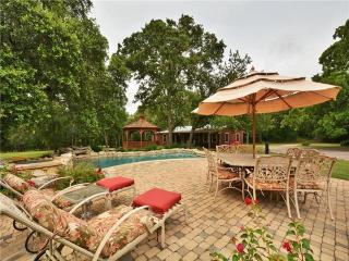Comfortable Cottage with Internet Access and Short Breaks Allowed - Round Rock vacation rentals