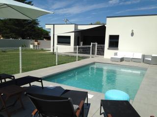 Villa Agde proche mer, Piscine 8/10 pers. 4 chbres - Le Grau d'Agde vacation rentals