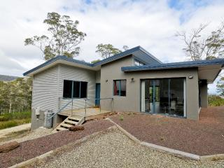 3 bedroom House with Internet Access in Nubeena - Nubeena vacation rentals