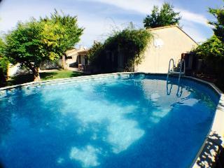 les cytises maison en provence avec piscine - L'Isle-sur-la-Sorgue vacation rentals