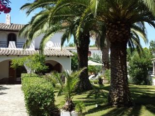 VILLA CON GIARDINO NEL LITORALE PER VILLASIMIUS 24 - Quartu Sant Elena vacation rentals
