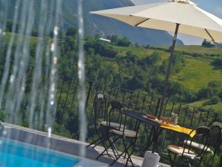 Private Villa,10 sleeps, pool, wi-fi,mountain view - Serravalle di Carda vacation rentals
