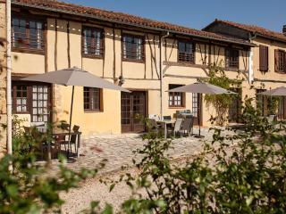 La Mirabel - Lierre - 3 bed + pool - Mirande vacation rentals
